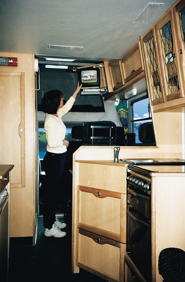adventure vans 6 7 bett mercedes wohnmobil automatik. Black Bedroom Furniture Sets. Home Design Ideas